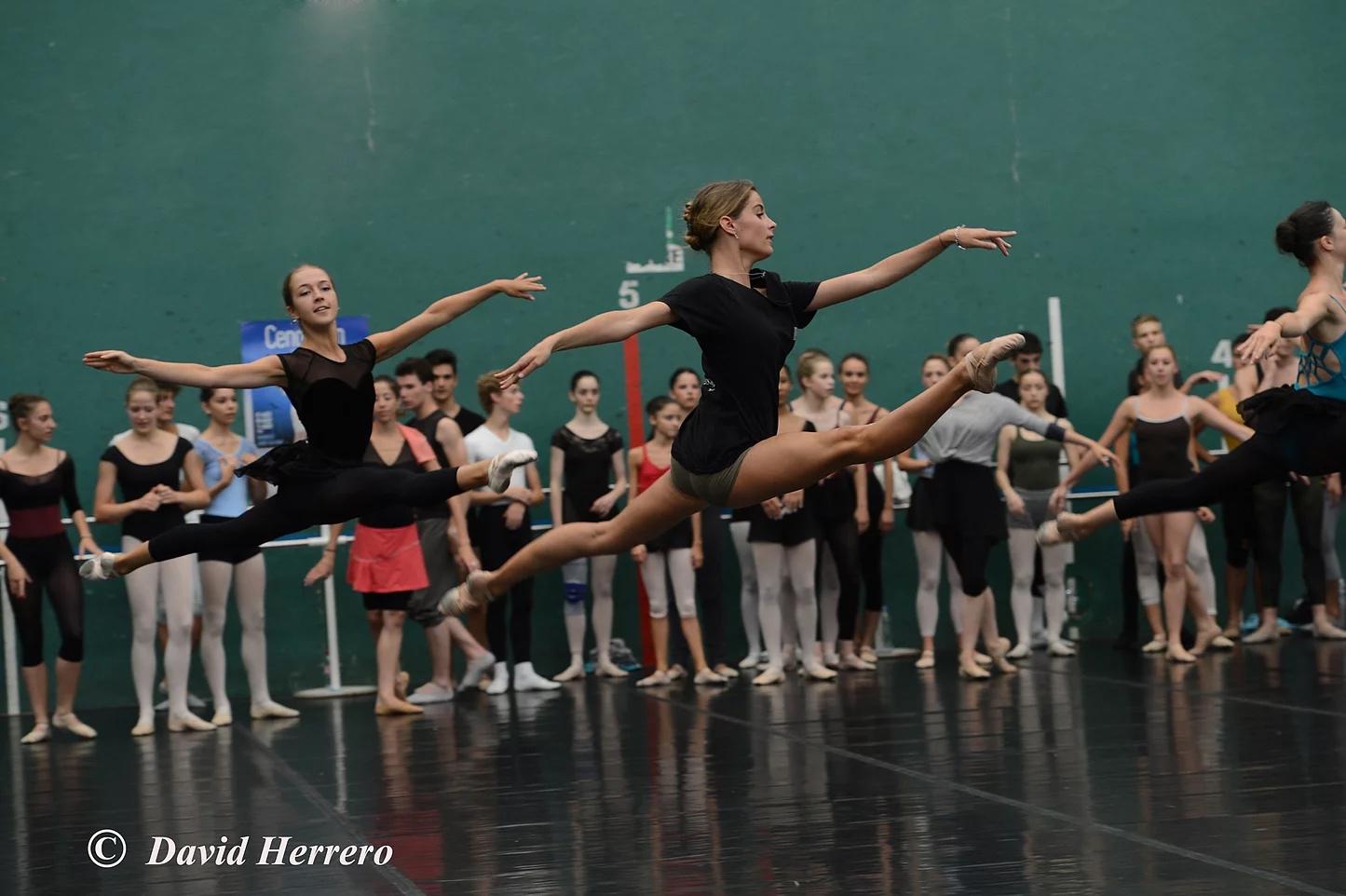 Clara intègre le Malandain Ballet Biarritz.