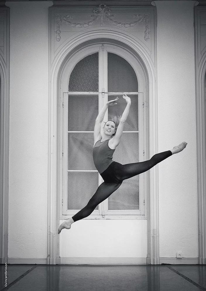 Marie intègre la formation de la Spelbound dance compagnie à Rome.