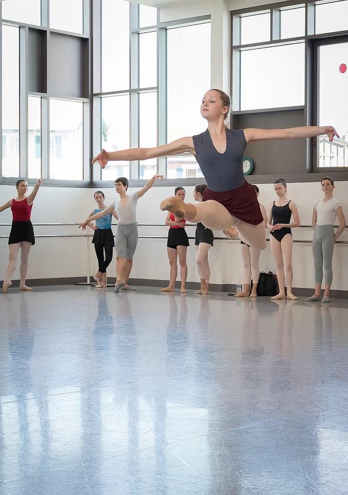 Angelina a rejoint le jeune ballet du VM Ballet à Toulouse.