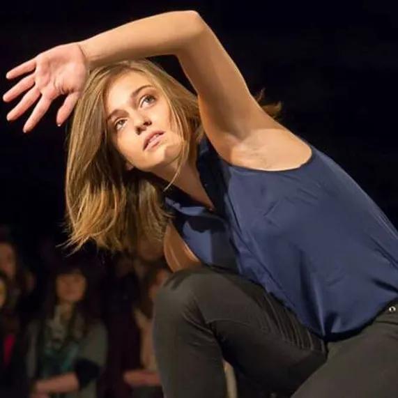Laure intègre le CNSMDP en danse contemporaine.