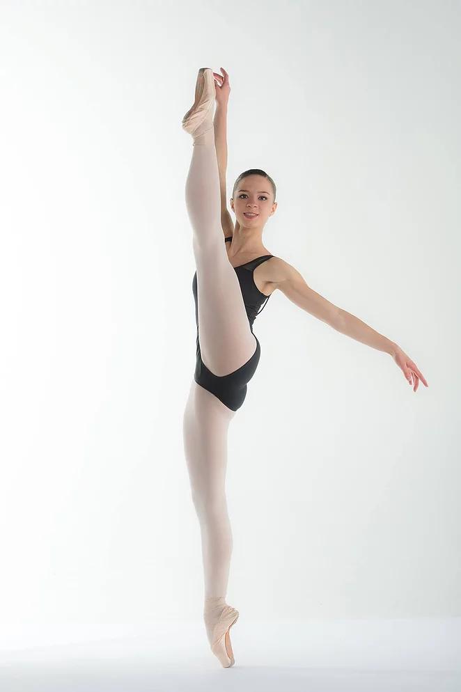 Léa engagée au Magdeburg Ballet Allemagne.