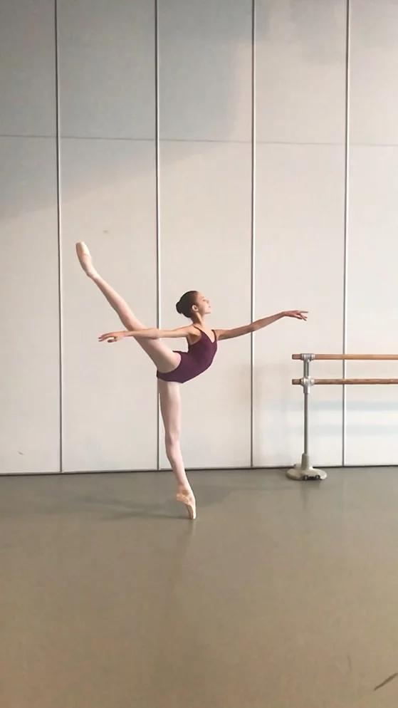 Malia intègre le VM Ballet.