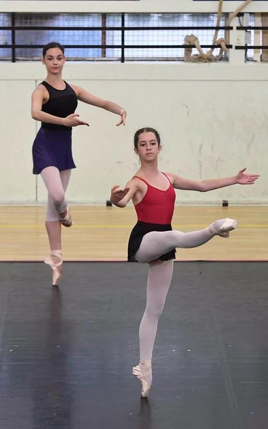Margaux reçue au CNSMD de Lyon part cet été en stage à l'Opéra de Paris (supérieur) et au Het Nationale Ballet d'Amsterdam.