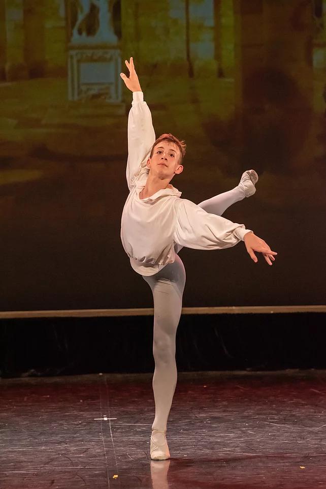 Pier a été sélectionné pour intégrer le Conservatoire National Supérieur de Paris.