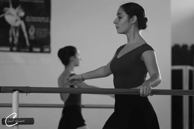Léa a été engagée dans la compagnie junior de l'Elephant in the Black Box Dance Company à Madrid.