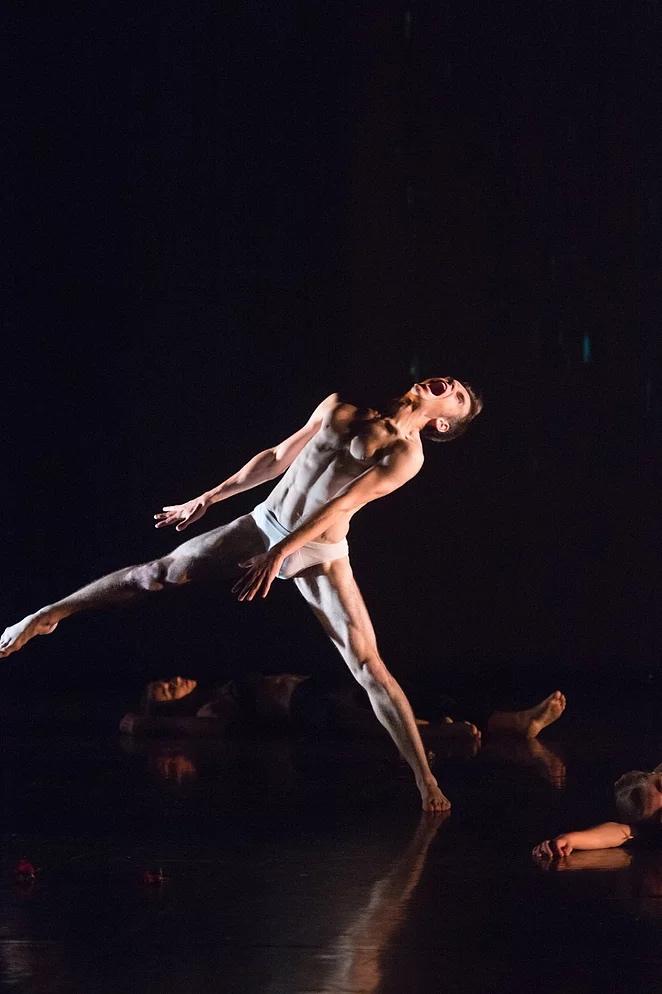 Baptiste engagé dans le Ballet Junior de Genève.