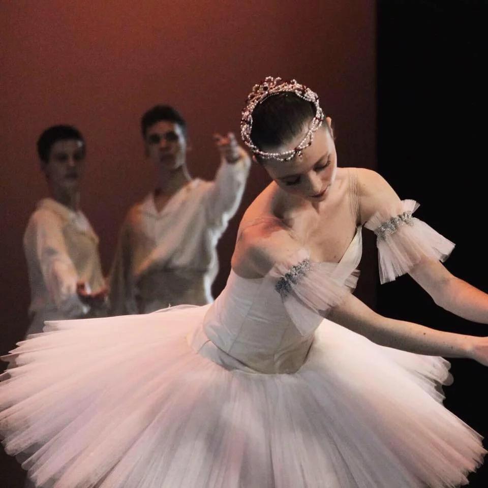 Nina est engagée à l'Opéra Nice côte d'Azur. 2019