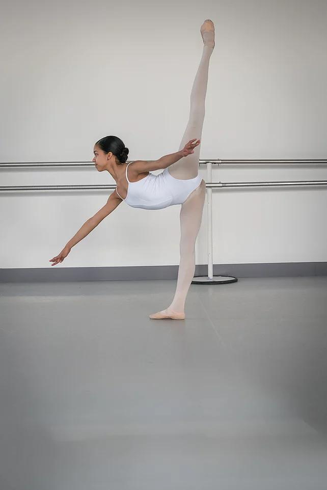 Taïs a été engagée à l' école de l'ABT (American ballet theater).