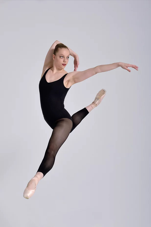 Lola vient de se diplômer de l'Ecole Supérieure de Ballet du Québec et a obtenu un 1er contrat avec les Grands Ballets Canadien pour la production de casse noisette. (Photo Michael Slobodian)