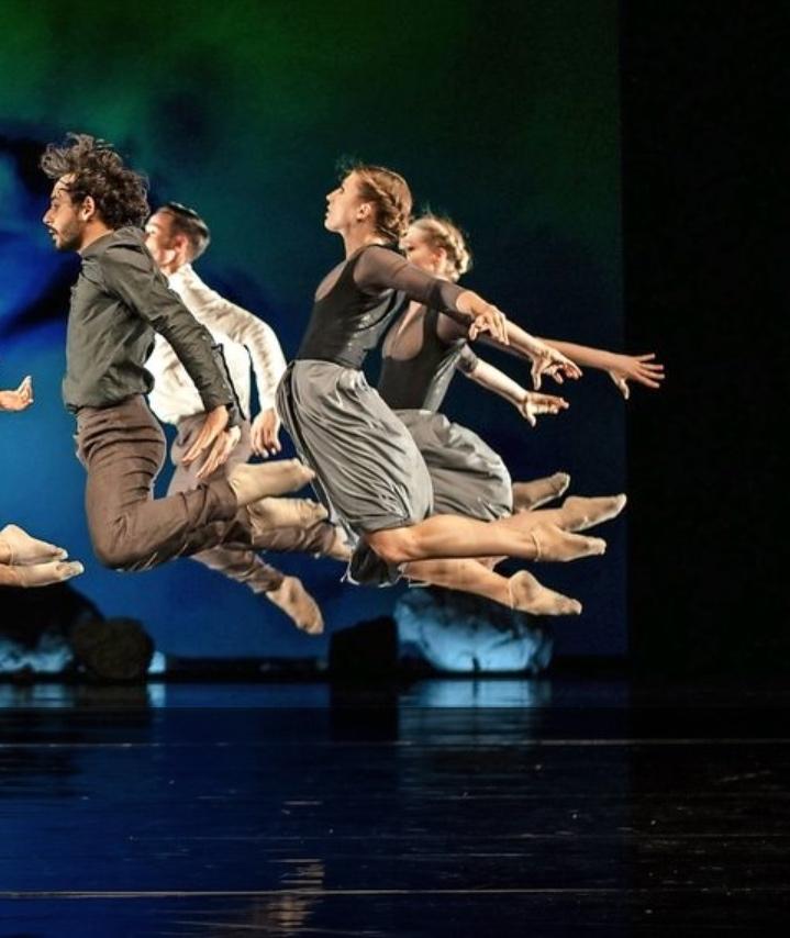"""Après son passage à la Spelbound de Rome, un détour par le théâtre de Trier en Allemagne, elle est à présent à Macao à la """"House of dancing water""""."""