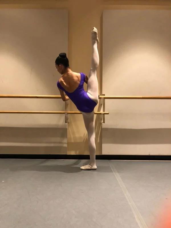 Taïs a été reçue sur audition, avec obtention d'une bourse, au stage d'été du San Francisco Ballet ainsi qu'à l'American Ballet Theater à New York.