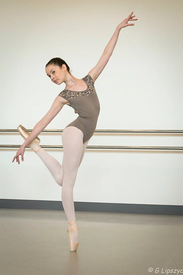 """Christy dansera le premier rôle dans """"Spring and Fall"""" de John Neumeier pour le spectacle de l'école de danse de l'Opéra de Paris en Avril."""