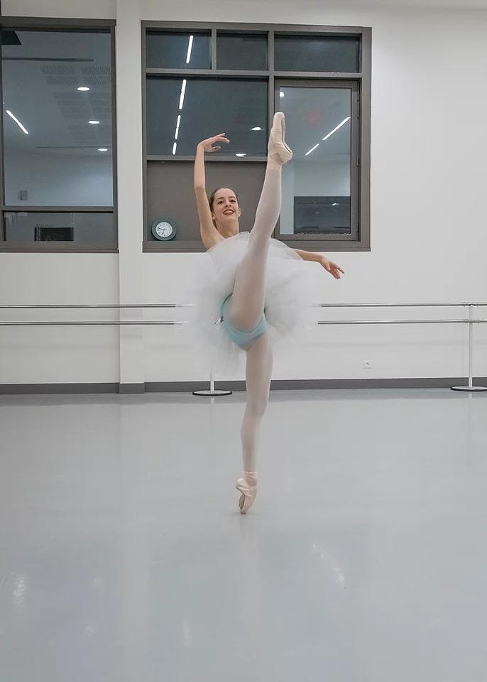 Margaux, actuellement au Conservatoire Supérieur de Lyon, termine finaliste du Youth American Gran Prix qui se déroulait à Paris, après avoir travaillé sa variation avec Sylvie Clavier et Véronique Lipszyc.