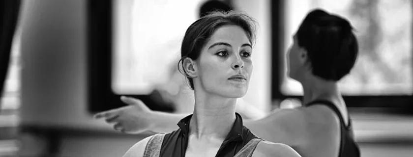 Clara, après l'Ecole de Rudra Béjart à Lausanne, est maintenant danseuse au Malandain Ballet Biarritz depuis 2014.